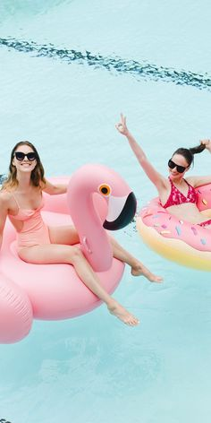 Currently crushing on: pink flamingos! keeping cool yaz, may Summer Baby, Summer Fun, Photo Trop Belle, Little Box, Flamingo Float, Cute Friend Pictures, Pool Picture, Photoshoot Themes, Pool Floats