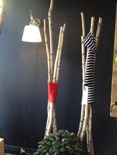 diy un pot en terre rempli de b ton de grandes branches d 39 arbres et hop hop hop un porte. Black Bedroom Furniture Sets. Home Design Ideas