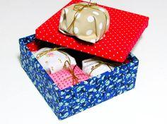 Caixa com mini pães de mel para presentear as madrinhas. http://docesdcoracao.wix.com/docesdcoracao