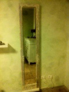 Specchiera con vecchia finestra