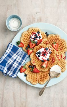 The waffles are a popular dish suitable for every occasion. Everyone has tried the Brownie Waffle - Cute Food, Yummy Food, Crepes And Waffles, Breakfast Waffles, Breakfast Dishes, Breakfast Time, Food Porn, Waffle Recipes, Freezer Recipes