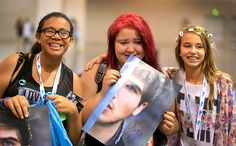Fans gather for a meet-and-greet with Joey Graceffa. By Allen J. Schaben/Getty Images.
