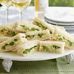 yummy Kentucky Benedictine Tea Sandwiches Cucumber, cream cheese, and fresh herbs make the filling for this delightful finger food. Add a festive trim with spicy micro-greens. Mini Sandwiches, Cucumber Tea Sandwiches, Finger Sandwiches, English Tea Sandwiches, Fun Cooking, Cooking Recipes, Cooking Tips, Tea Recipes, Gourmet