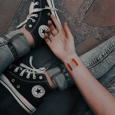 70 Ideas for photography fashion shoes girls Grunge Photography, Photography Poses, Fashion Photography, Aesthetic Photo, Aesthetic Pictures, Ulzzang, Estilo Grunge, Converse All Star, Black Converse