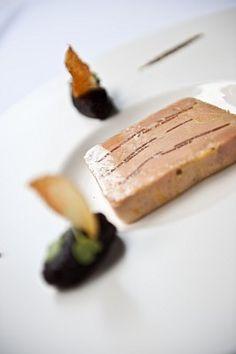 foie gras truffé Babette's Feast, Fast Good, Bistro Food, Elegant Desserts, Le Diner, Appetizer Recipes, Appetizers, Dessert Drinks, Mets