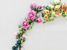 Silk Ribbon Embroidery Flowers Tour Embroidery Ribbon Garland Online Tutorial Lesson 6 of Rose - Ribbon Embroidery Tutorial, Silk Ribbon Embroidery, Crewel Embroidery, Hand Embroidery Patterns, Indian Embroidery, Embroidery Fonts, Flower Embroidery, Ribbon Garland, Ribbon Art