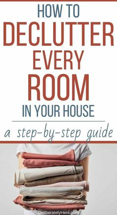 How to Declutter Your House Fast (in 4 fool-proof steps) Drowning in your clutter? Use this guide to learn how to declutter your house FAST. It's fool-proof, quick, and easy to do. Even hoarders can declutter using these techniques! Organizing Hacks, Clutter Organization, Home Organization Hacks, Organizing Your Home, Cleaning Hacks, Bedroom Organization, Organising, How To Organize Home, Organize Room