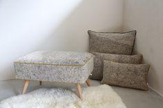 pouf et coussin en feutre de laine Dock Of The Bay, Textiles, Ottoman, Chair, Furniture, Home Decor, Lounge Chairs, Objects, Tricot