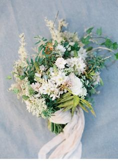 Wedding bouquet inspiration | Breathtaking Beach Shoot at California's coast from Orange Photographie | Florals by Ponderosa & Thyme | Hochzeitsguide