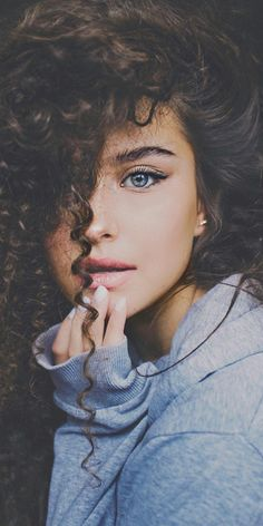 ️*.:。✿*✿✿.:。✿*✿.。.:*✿.✿・。.:* Creative Photography, Portrait Photography Poses, Photo Poses, Art Photography, Tumblr Curly Hair, Curly Hair Styles, Curly Girl, Hair Inspiration, Portrait Inspiration