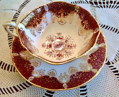 Beautiful Paragon teacup and saucer by appointment to her majesty the queen, in scarlet red and gold on a antique white bone china. Excellent condition. No chips, marks, crazing or gold loss. Please Note: The items that I have for sale are not new, they are previously used vintage or antiques. There maybe some imperfections which I will do my best to point out and show in the pictures of the item. I describe the item to best of my ability. Please ask questions if you have certain concerns…