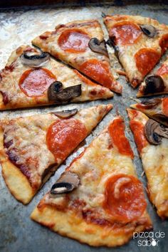 Reall about diy pizza recipes. Vegetarian Recipes, Cooking Recipes, Healthy Recipes, Promo Pizza, Pizza Facil, Mushroom Pizza Recipes, Salty Foods, Quiches, My Favorite Food