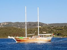 Huur zeilboot Motor Sailor Victoria Boat Rental Gulet Cruises Italy and France in olbia-tempio - Top Boats Cruise Italy, Top Boat, Sailing Holidays, Luxury Cabin, Charter Boat, Sardinia Italy, Boat Rental, Dream Vacations, Sailing Ships