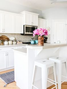A Summer Kitchen Tour with Simple Summer Kitchen Decorating Ideas! Easy ideas to make your home feel fresh for the sunniest season of all. Aqua Kitchen, Walnut Kitchen, Eclectic Kitchen, Summer Kitchen, Kitchen Colors, Diy Kitchen, Kitchen Decor, Kitchen Design, Cottage Floor Plans