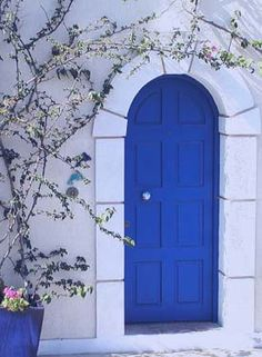 New blue door greece house Ideas Grey Front Doors, Painted Front Doors, Front Door Colors, Blue Doors, Vintage Doors For Sale, Temporary Door, Porches, Greece House, Old French Doors