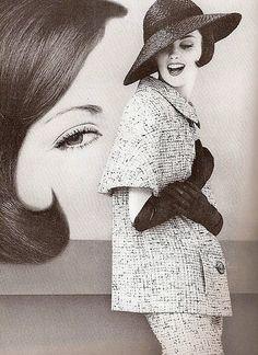 Dorothea McGowan, photo by William Klein, 1960 Vintage Vogue, Moda Vintage, Vintage Glamour, Vintage Beauty, Retro Vintage, Vintage Style, Vintage Outfits, Vintage Dresses, 1960s Fashion