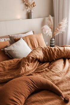 Add extra coziness and comfort to your bedroom with the softest linen bedding in tan color. Linen duvet covers, pillowcases, linen sheets and more available in various sizes. Bedding by MagicLinen. Fall Bedroom, Room Ideas Bedroom, Dream Bedroom, Bedroom Decor, Earthy Bedroom, Bedroom Color Schemes, Room Inspiration, Bedding Inspiration, Aesthetic Bedroom