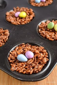 Slimming Eats Low Syn Chocolate Rice Krispie Easter Egg Nests - vegetarian, Slimming World and Weight Watchers friendly Chocolate Rice Krispie Cakes, Rice Crispy Cake, Chocolate Rice Crispy, Slimming World Sweets, Easy Slimming World Recipes, Slimming Eats, Low Syn Chocolate, Chocolate Easter Nests, Sweet Desserts