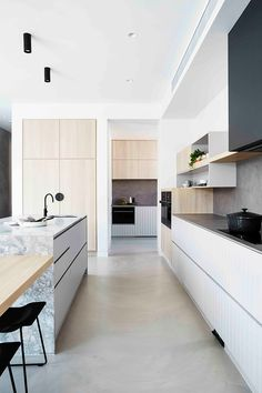 Watch the kitchen reveal for the House To Home Beautiful project Monochrome + marble // modern kitchen // sleek kitchen design Modern Kitchen Interiors, Modern Kitchen Design, Interior Design Kitchen, Modern Design, Interior Plants, Diy Interior, Luxury Interior, Modern Interior, Classic Kitchen