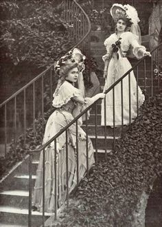 Two women dressed for a special event held at Marie Antoinette's hamlet, 1900s Fashion, Edwardian Fashion, Vintage Fashion, Edwardian Era, Victorian Era, Vintage Pictures, Old Pictures, Old Photos, Victorian Pictures