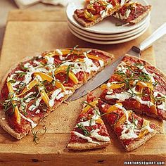 Three Cheese Pizza Recipe, Whole Wheat Pita Bread, Pita Recipes, Pita Pizzas, Buffalo Mozzarella, Homemade Tomato Sauce, Vegetable Pizza, Spinach, Stuffed Peppers