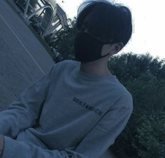 Image discovered by 노을 ☾. Find images and videos about boy, grunge and korean on We Heart It - the app to get lost in what you love. Cute Asian Guys, Cute Korean Boys, Asian Boys, Asian Men, Cute Guys, Korean Boys Ulzzang, Ulzzang Couple, Ulzzang Boy, Korean Men