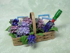 ~ miniature accessories ~ Never Enough Time: Flower photos Miniature Plants, Miniature Fairy Gardens, Diy Doll Miniatures, Garden Basket, Flower Boxes, Flower Basket, Mini Plants, Dollhouse Accessories, Minis