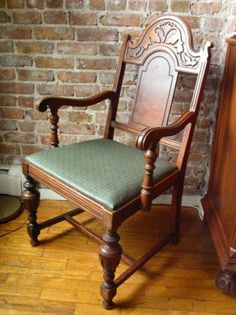 DINING ROOM CHAIR w/ARMS ~ 1940's VINTAGE ~ NICE - $35