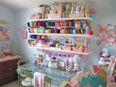 this is fabulously cute... but not super user friendly in my eyes.  I <3 the idea though. Sugar Pink Boutique Studio