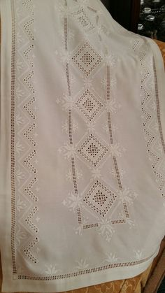 Drawn Thread, Hardanger Embroidery, Embroidery Needles, Straight Stitch, Needle Lace, Bargello, Needlework, Embroidery Designs, Cross Stitch