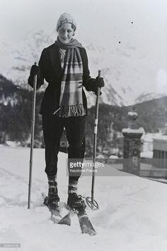 L'aviatrice anglaise Amy Johnson faisant du ski, a Saint-Moritz,. Amy Johnson, Saint Moritz, 30s Fashion, World History, 1930s, Skiing, Saints, Photos, Celebrities