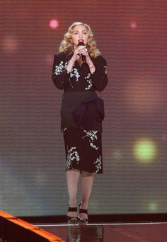Pin for Later: De Geisha à Cow-Girl, en Passant Par Punk-Lady, Retour sur les Moments Mode les Plus Fous de Madonna  Portant une robe signée Miu Miu en 2011.