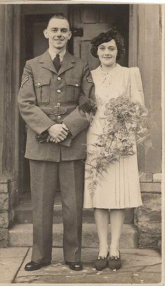 Original 1940s bride (original vintage wedding photography)