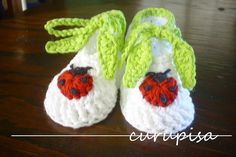 Ladybugs and Leaves - free crochet baby booties pattern! #crochet
