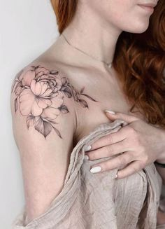 35 Amazing And Attractive Floral Tattoo Designs You Must Lov.- 35 Amazing And Attractive Floral Tattoo Designs You Must Love – Page 15 of 35 – Chic Hostess Amazing And Attractive Floral Tattoo Designs You Must Love; Shoulder Cap Tattoo, Cool Shoulder Tattoos, Shoulder Tattoos For Women, Shoulder Tattoo Flowers, Flower Tattoos On Shoulder, Feminine Shoulder Tattoos, Back Of Shoulder Tattoo, Feminine Tattoos, Bild Tattoos