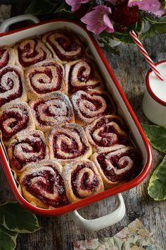 Málnás csiga recept - Kifőztük, online gasztromagazin Desert Recipes, Creative Cakes, Apple Pie, Waffles, Cake Recipes, Sausage, French Toast, Deserts, Food And Drink