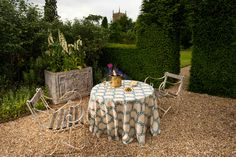 Soane Britain's new Seaweed Lace fabric azure colourway shown on this spring table. Outside Living, Outdoor Living Areas, Outdoor Rooms, Outdoor Decor, Hand Printed Fabric, Al Fresco Dining, Party Entertainment, Window Boxes, Container Gardening