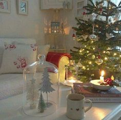 Shabby and Charming: The Debbie house Christmas version Cottage Christmas, Woodland Christmas, Christmas Tea, Modern Christmas, Scandinavian Christmas, Country Christmas, Christmas Holidays, Christmas Decorations, Apartment Christmas
