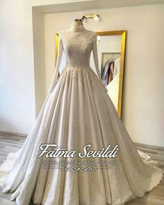 Ab muscles word conjures up images of gorgeous Muslim girls with pretty s Tesettür Nişanlık Modelleri 2020 Muslim Wedding Dresses, Princess Wedding Dresses, Dream Wedding Dresses, Wedding Gowns, Hijab Evening Dress, Evening Dresses, Modest Fashion, Hijab Fashion, Marriage Dress