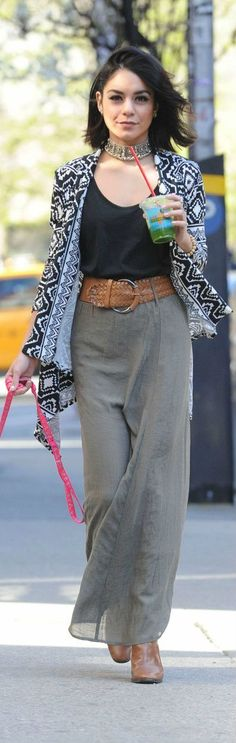 Linen trousers can be difficult to style but Vanessa has matched it perfectly with this thick waist belt.