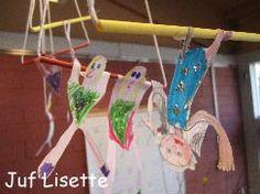 Zwieren aan de trapeze We rijgen een (papieren) rietje aan een touwtje. Dit wordt de trapeze. We kijken naar afbeeldingen van trapeze-artiesten en zien wat voor kleding ze dragen. De strakkek kleding mag niet in de weg zitten tijdens het zwieren en zwaaien. De kleding is versierd met glitters. De acrobaten worden aan de trapezes geplakt.  Tijdens de gymles zwaaien we zelf in de ringen. Dan voel je jezelf toch een echte acrobaat?!