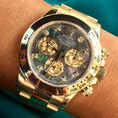 See luxury watches. Patek Phillippe, Hublot, Rolex and much more. Army Watches, Rolex Watches For Men, Luxury Watches For Men, Cool Watches, Wrist Watches, Vintage Rolex, Vintage Watches, Rolex Boutique, Rolex Presidential