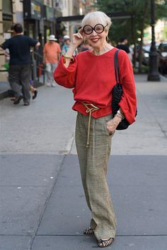 Nice simple casual put together. comfortable but bold color ADVANCED STYLE: On Dressing Age Appropriate Mature Fashion, Over 50 Womens Fashion, Fashion Over 50, Simply Fashion, Fashion Top, Fashion Vintage, Fashion 2018, Spring Fashion, Fashion Trends