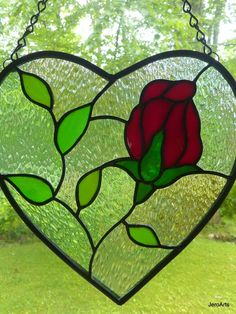 Stained Glass Heart with Red Rose Blossom Stained Glass Ornaments, Custom Stained Glass, Stained Glass Flowers, Stained Glass Designs, Stained Glass Projects, Stained Glass Art, Mosaic Glass, Tiffany, Stained Glass Patterns Free