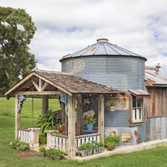 This Grain Silo Guesthouse Is Every Country Girl's Dream Not *everything* is bigger in Texas, y'all. Silo House, Up House, Grain Silo, Country Farm, Country Girls, Country Living, Country Houses, She Sheds, The Ranch