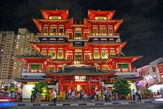Places to go in Singapore - The Buddha Tooth Relic Temple and Musuem in Chinatown Vietnam Travel, Asia Travel, Singapore Attractions, Singapore Travel Tips, Singapore Botanic Gardens, Puzzle Of The Day, Asia Map, Cheap Hotels, Phuket