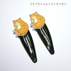 リラックスモードでごろごろお昼寝を楽しむ猫のパッチンピンです。ヘアアレンジには勿論、ポケットやバッグに留めて可愛いワンポイントにもお使いいただけます。●カラー:ピンの色:ブラック●サイズ:モチーフ タテ2.4cm ヨコ1.9cm ピンの長さ5cm●素材:プラスチック、レジン、スリーピン●注意事項:耐水性のコーティングを施してありますが、長時間の水濡れにはご注意下さい。濡れたり汚れたりした場合はすぐに柔らかい布などで拭き取って下さい。強い力での取り扱いは破損の原因になります。小さいパーツの誤飲にはご注意下さい。●作家名:HoneyHotcake#雑貨 #アクセサリー #プラバン #プラ板 #癒し系 #ぷら板 #手描き #やさしい色合い #かわいい #可愛い #つやつや #オシャレ #ヘアアクセサリー #ピン留め #髪留#パッチンどめ #パッチンピン #セット #ヘアピン #レジン #温かみのある彩色 #キッズ #子供用 #レディース #ぱっちんピン #ハンドメイドパッチンピン #ハンドメイド #ハンドメイドアクセサリー #手作り #アクセサリー #handmade…
