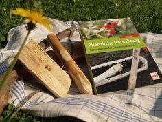 Gastbloggerin und begeisterte Hobbybotanikerin Bella hat sich ein Buch über pflanzliche Notnahrung vorgeknöpft. Und ist begeistert!