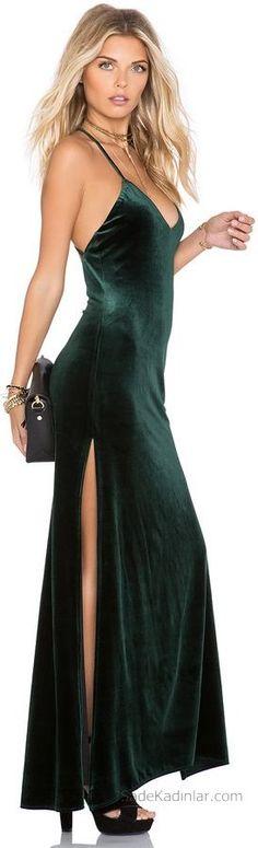 2018 Kadife Elbise Modelleri Yeşil Uzun Askılı Yandan Yırtmaçlı