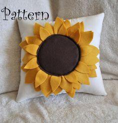 Felt Sunflower Pillow Pattern DIY Tutorial flower pattern - home decor, handmade felt crafts Sewing Pillows, Diy Pillows, Throw Pillows, Felt Flowers, Fabric Flowers, Felt Crafts, Kids Crafts, Cream Pillows, Sunflower Pattern